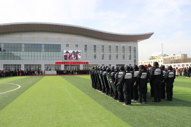 感受警营新气象 彭阳县公安局举行警营开